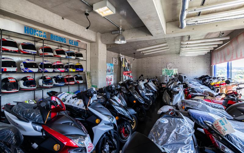 店内バイクがずらり